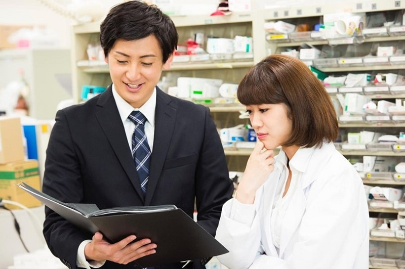 製薬会社で働く登録販売者の仕事とは?